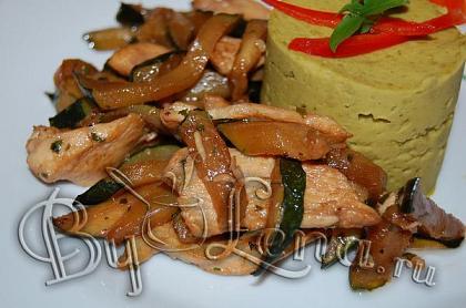 Тушеные кабачки с мясом