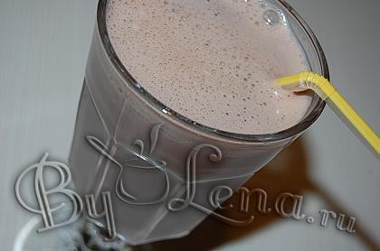Шоколадный коктейль с молоком  и овсянкой