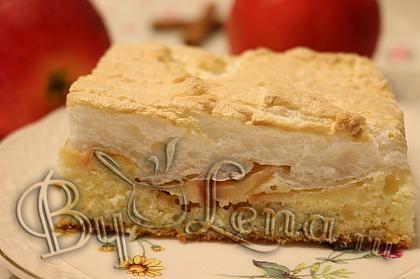 Простой яблочный пирог с безе