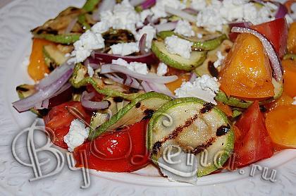 Салат из кабачков с помидорами и брынзой