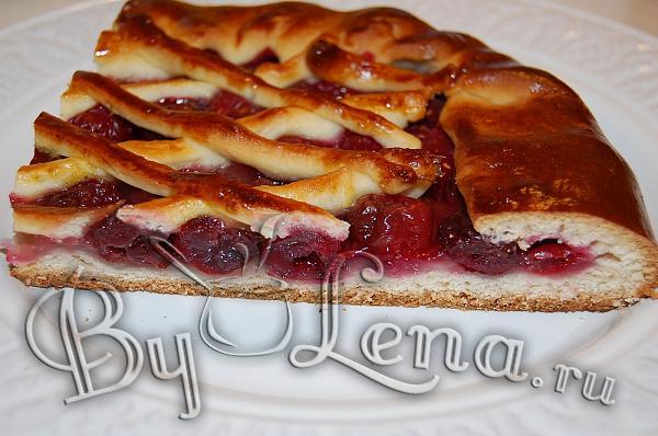 Простой пирог с вишней. Пошаговый рецепт с фото