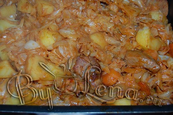Тушеная капуста с мясом в духовке рецепт